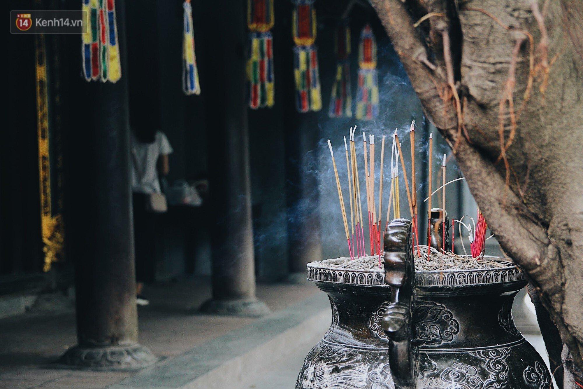 Đến chùa Hà dịp lễ Thất Tịch nghe chuyện cô gái 'cứ viết sớ, sau một tháng có người yêu!' khiến ai cũng ghen tỵ 16