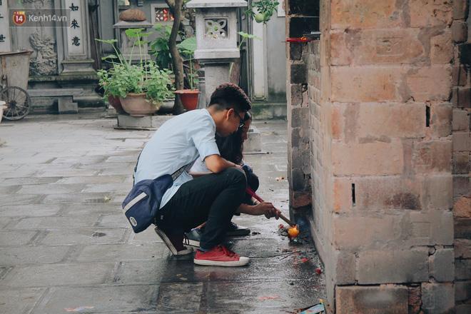 Đến chùa Hà dịp lễ Thất Tịch nghe chuyện cô gái 'cứ viết sớ, sau một tháng có người yêu!' khiến ai cũng ghen tỵ 5