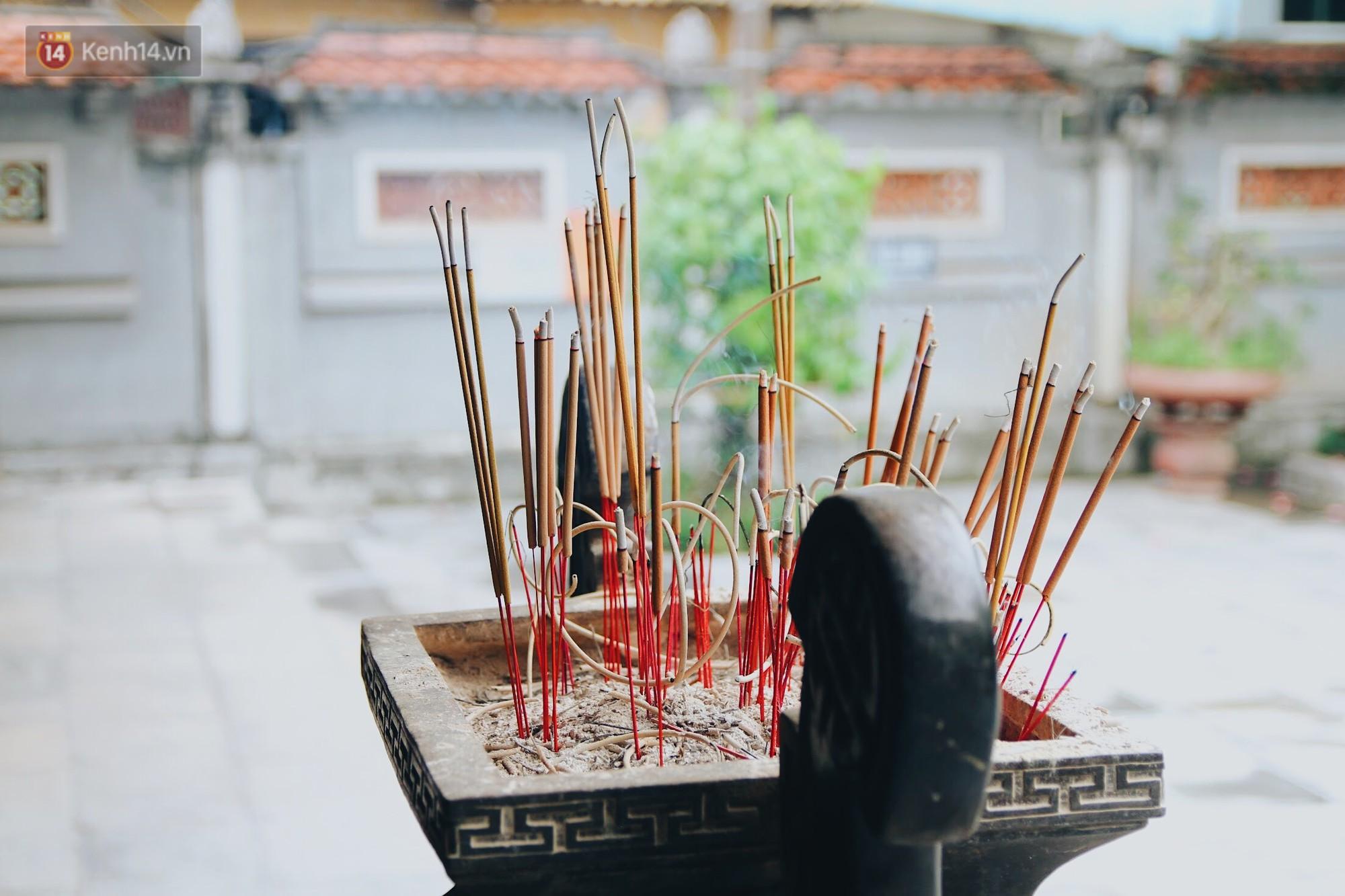 Đến chùa Hà dịp lễ Thất Tịch nghe chuyện cô gái 'cứ viết sớ, sau một tháng có người yêu!' khiến ai cũng ghen tỵ 12