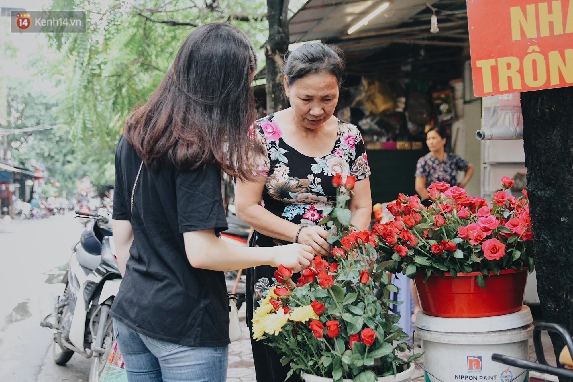 Đến chùa Hà dịp lễ Thất Tịch nghe chuyện cô gái 'cứ viết sớ, sau một tháng có người yêu!' khiến ai cũng ghen tỵ 13