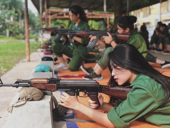 Hội hot girl quân sự: Thêm một nữ sinh nữa được hỏi xin 'info' nhờ góc nghiêng thần thánh! 1