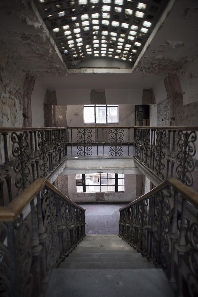 Chuyện rùng mình của khách sạn xa hoa bỏ hoang ở Mexico: Người chủ tự tử ngay đại sảnh, căn phòng thờ cúng bí mật không ai dám bước vào 11