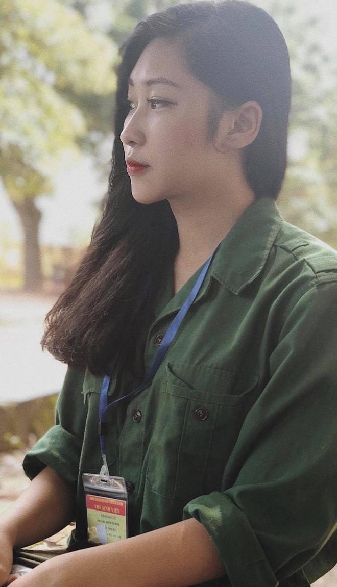 Hội hot girl quân sự: Thêm một nữ sinh nữa được hỏi xin 'info' nhờ góc nghiêng thần thánh! 4