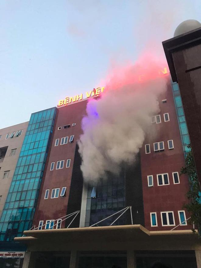 Hà Nội: Cháy tại Bệnh viện Bưu điện, sơ tán hàng trăm bệnh nhân 1