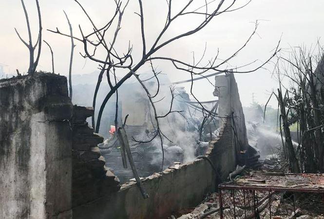 Hình ảnh Cận cảnh vụ cháy kinh hoàng xưởng sản xuất sơn ở Hà Nội số 4