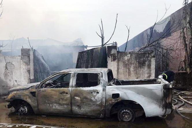 Hình ảnh Cận cảnh vụ cháy kinh hoàng xưởng sản xuất sơn ở Hà Nội số 5