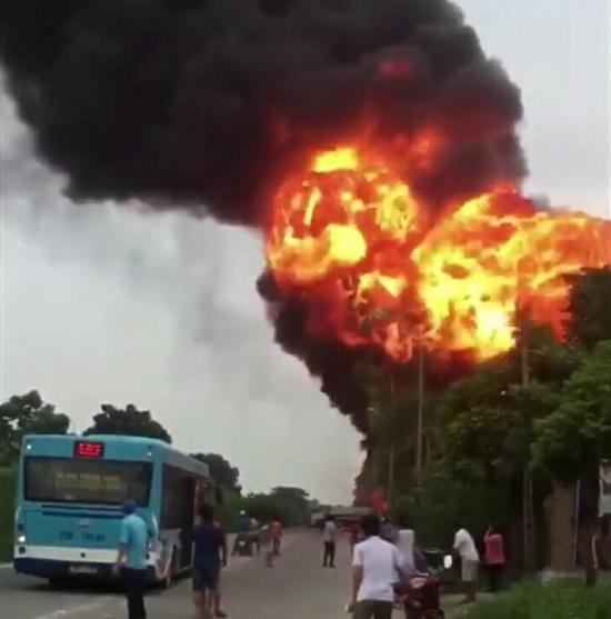 Hình ảnh Cận cảnh vụ cháy kinh hoàng xưởng sản xuất sơn ở Hà Nội số 1