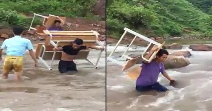 Xúc động hình ảnh thầy giáo vùng cao cõng bàn ghế vượt dòng nước xiết 1