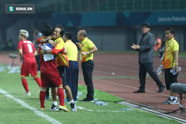 Sau chiến thắng nghẹt thở, U23 Việt Nam làm điều khiến Hùng Dũng sẽ phải nhỏ lệ - Ảnh 2.