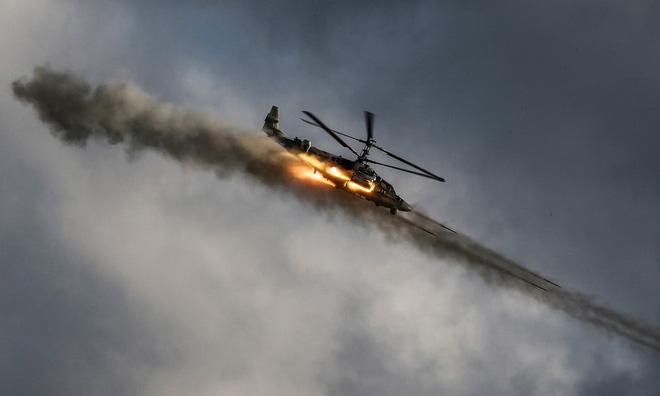 24h qua ảnh: Máy bay trực thăng Nga trình diễn phóng tên lửa 2