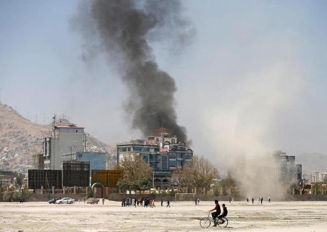 24h qua ảnh: Máy bay trực thăng Nga trình diễn phóng tên lửa 7
