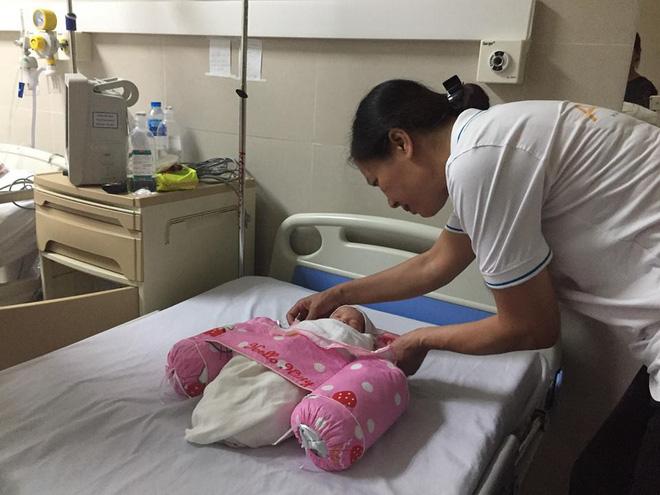 Kỳ tích ở BV Thanh Nhàn - Hà Nội: Em bé sống 3 tháng trong bụng mẹ bị tai nạn, hôn mê sâu 1