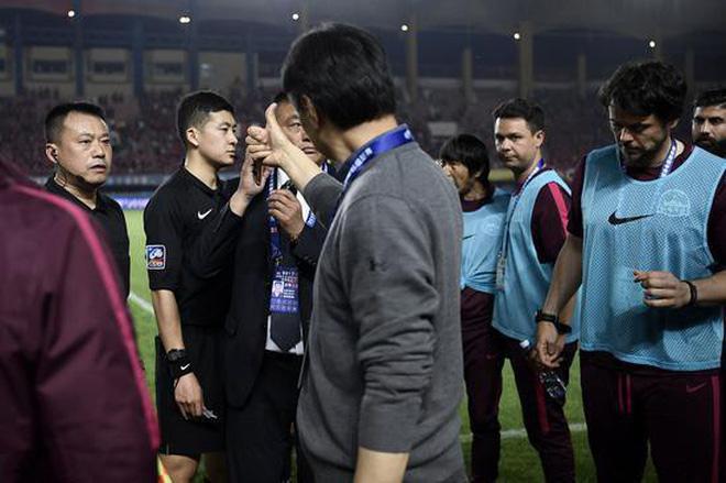 Info trọng tài người Trung Quốc đẹp trai nhất trận Việt Nam - Bahrain tối qua 13