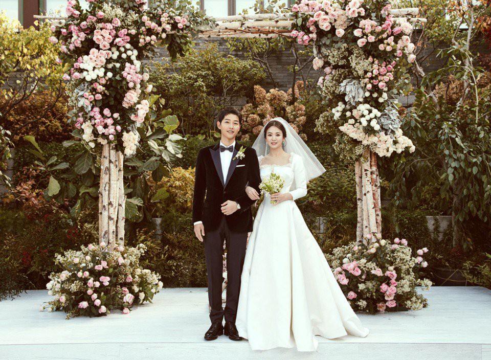 Tình như Song Joong Ki: Tiết lộ bí quyết giữ lửa tình yêu suốt 1 năm kết hôn, tấm tắc khen vợ tôi quá đẹp đi - Ảnh 3.