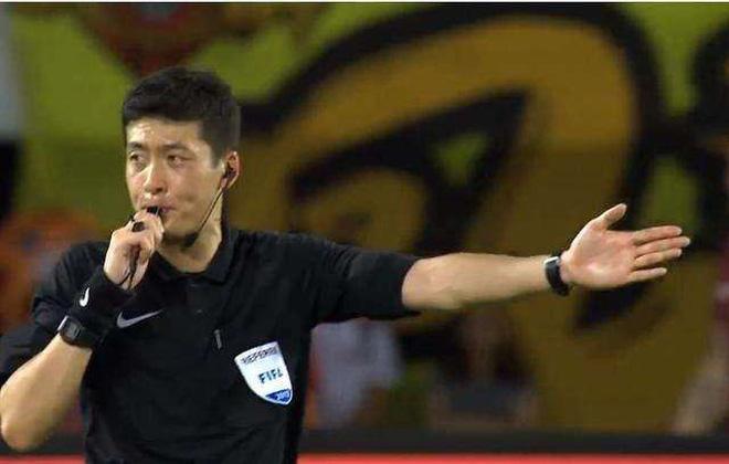 Info trọng tài người Trung Quốc đẹp trai nhất trận Việt Nam - Bahrain tối qua 14