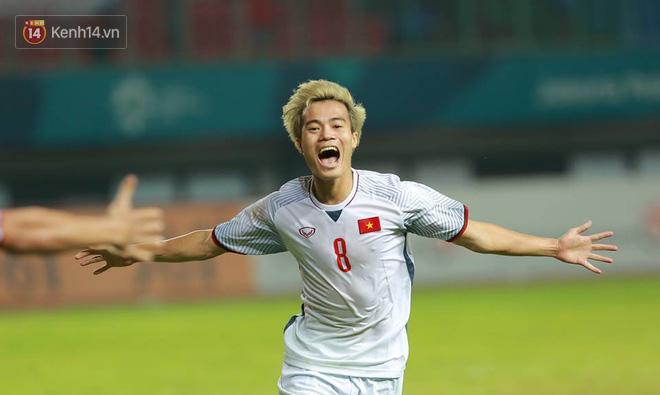 Xót xa hình ảnh Quang Hải đổ máu trong trận thắng Olympic Syria 2