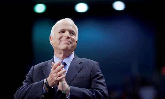 Tổng thống Trump ra lệnh treo cờ rủ toàn nước Mỹ để tưởng nhớ thượng nghị sĩ McCain 2