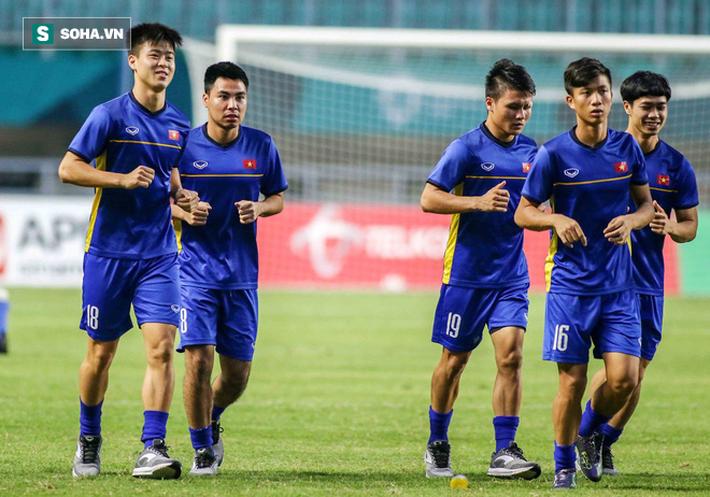Bị phóng viên Hàn Quốc quây kín, U23 Việt Nam vội vàng đóng cửa tập kín - Ảnh 4.