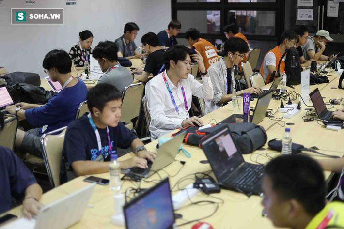 Bị phóng viên Hàn Quốc quây kín, U23 Việt Nam vội vàng đóng cửa tập kín - Ảnh 8.