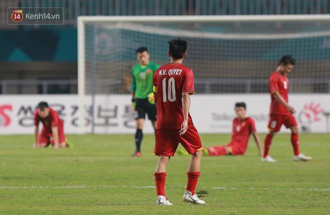 HLV Park Hang Seo cúi đầu giấu nỗi buồn sau trận thua Hàn Quốc 3