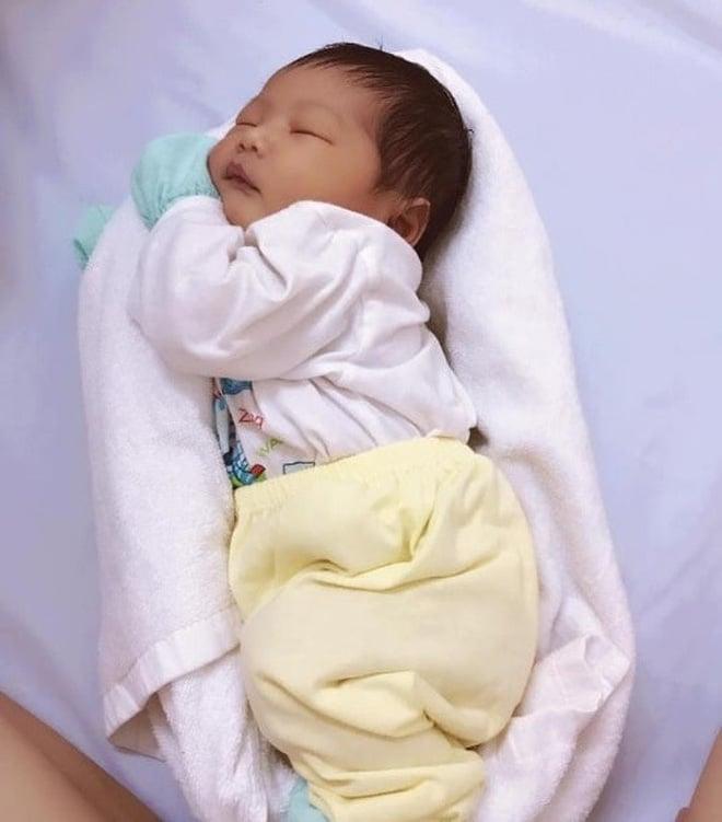 Nữ y tá Việt được 16 triệu phụ huynh khắp thế giới cảm ơn nhờ phương pháp ru bé ngủ  5