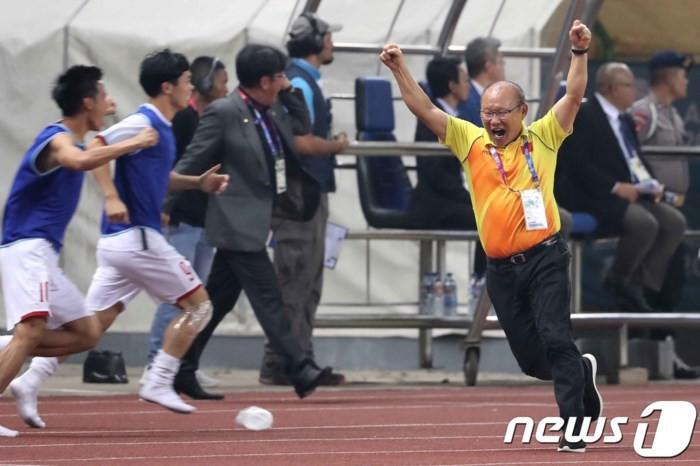 HLV Park Hang Seo và những khoảnh khắc xúc động với bóng đá Việt Nam 6
