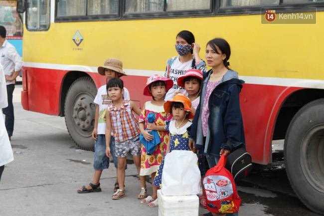 Người dân ùn ùn rời thành phố về quê nghỉ lễ 2/9, nhiều tuyến đường kẹt cứng 12