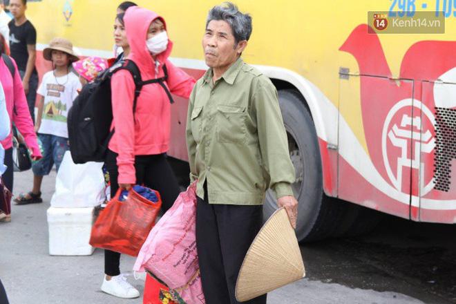Người dân ùn ùn rời thành phố về quê nghỉ lễ 2/9, nhiều tuyến đường kẹt cứng 16