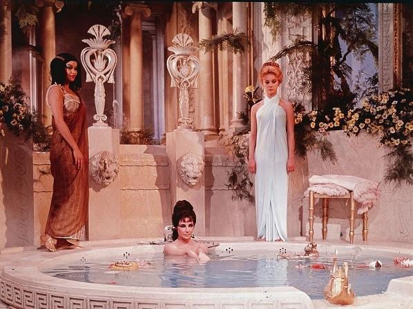 Khám phá bí thuật phòng the của các nữ hoàng nổi tiếng lịch sử, 2000 năm vẫn có