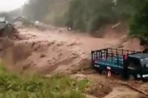Lũ quét ập xuống bất ngờ ở Lai Châu, người dân hoảng loạn tháo chạy 1