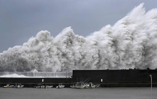 Siêu bão Jebi đổ bộ Nhật Bản, sức mạnh khủng khiếp như trong phim tận thế 1