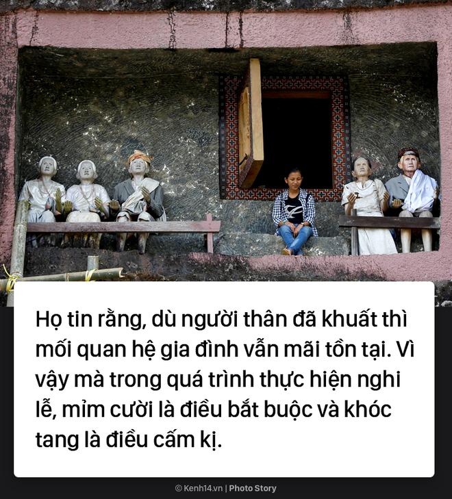 Đào mộ và tắm rửa cho xác chết, đây là cách người Indonesia giúp linh hồn siêu thoát 6