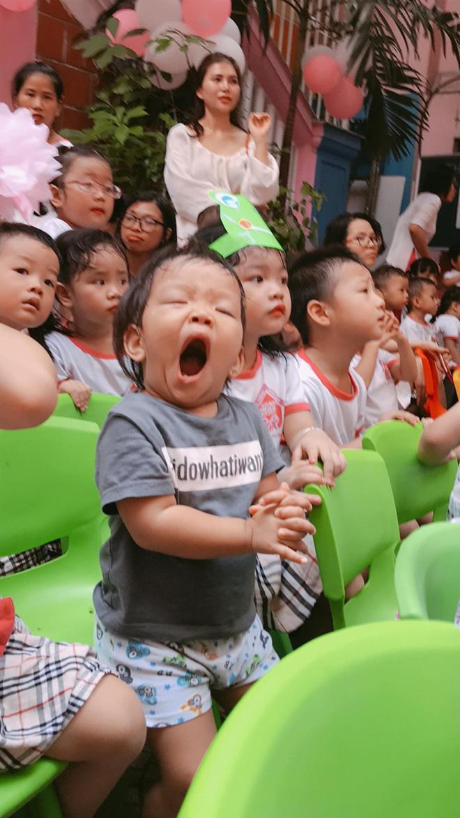 Chùm ảnh: Giọt nước mắt bỡ ngỡ và những biểu cảm khó đỡ của các em nhỏ trong ngày khai giảng 2