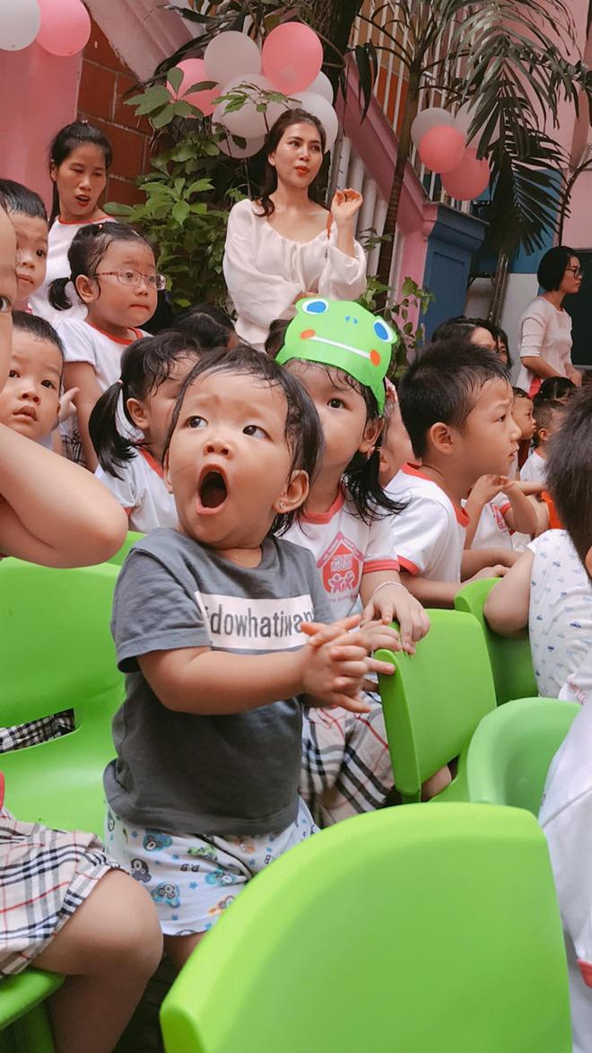 Chùm ảnh: Giọt nước mắt bỡ ngỡ và những biểu cảm khó đỡ của các em nhỏ trong ngày khai giảng 1
