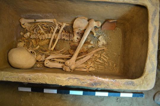 Ô tô bất ngờ sụt hố, lọt vào mộ cổ 3.400 năm trước 2
