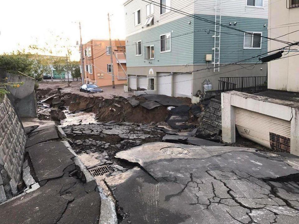 Nhật Bản hoang tàn, đổ nát sau liên tiếp siêu bão Jebi và động đất 6 độ Richter ở Hokkaido 6