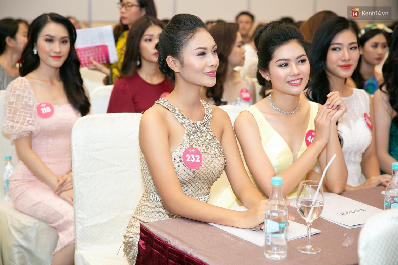 Trước thềm chung kết, hé lộ cận cảnh vương miện, quyền trượng giá trị của Tân Hoa hậu Việt Nam 2018 25