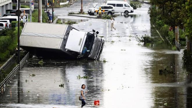 Nhật Bản hoang tàn, đổ nát sau liên tiếp siêu bão Jebi và động đất 6 độ Richter ở Hokkaido 19