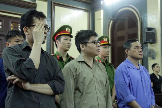 Xét xử 2 cựu cán bộ công an tiếp tay đường dây buôn lậu xe sang về Sài Gòn 2