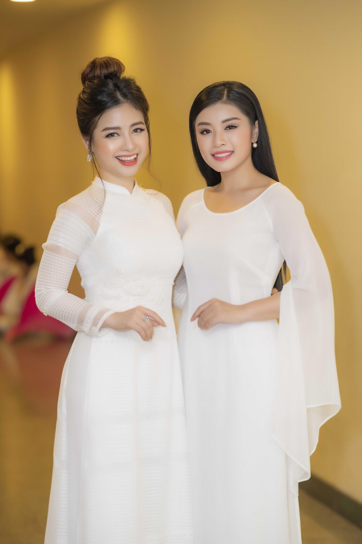 Dương Hoàng Yến khoe thân hình vạn người mê trong áo dài trắng 3