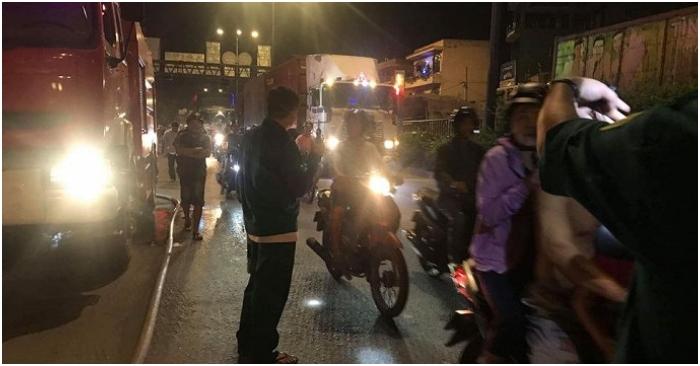 TP.HCM: Cháy cửa hàng phụ tùng ô tô trong đêm, quốc lộ 1 kẹt cứng nhiều giờ 4