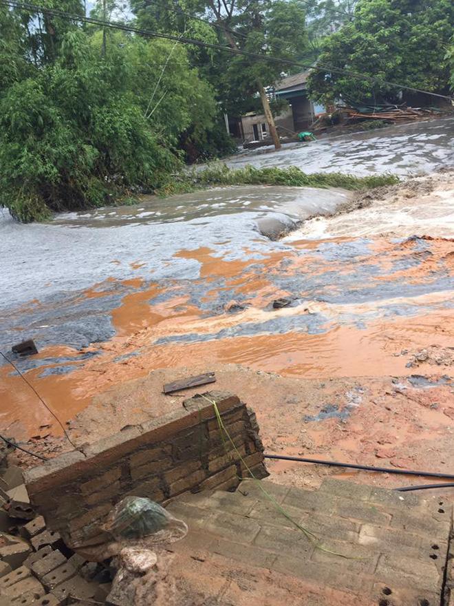 Cảnh tan hoang sau vụ vỡ đập hồ chứa, hàng nghìn mét khối chất thải tràn vào khu dân cư ở Lào Cai 3