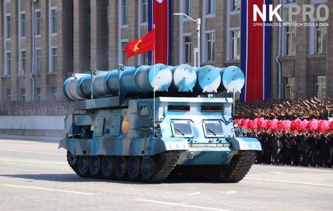 Hé lộ những hình ảnh đầu tiên trong lễ duyệt binh quân sự hoành tráng của Triều Tiên 13