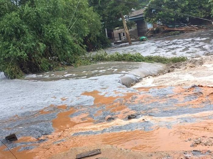 Để vỡ hồ chứa chất thải phân bón ở Lào Cai, nhà máy DAP2 bị yêu cầu dừng hoạt động 2