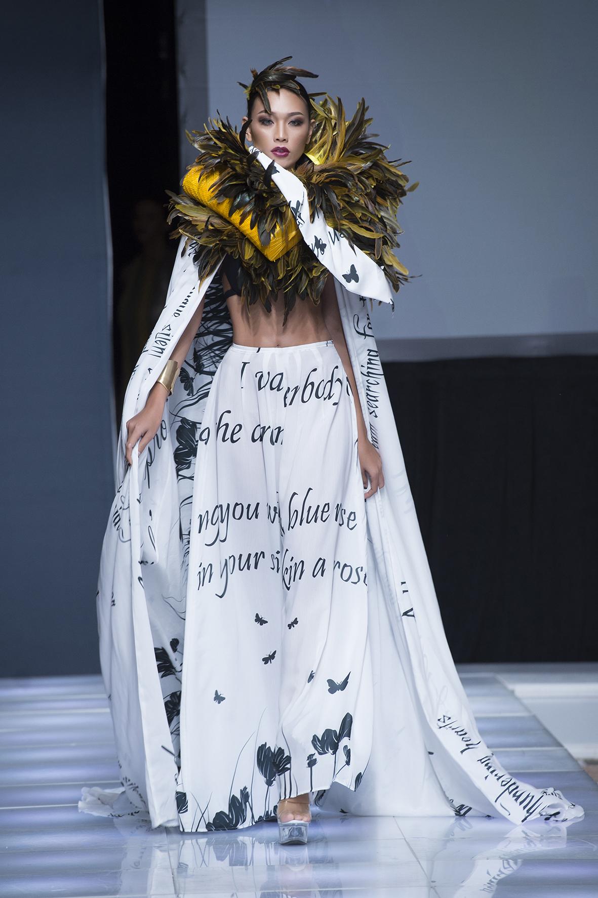 Hình ảnh Ngọc Tình - Diệu Huyền bất ngờ được chọn làm vơ đét ở tuần lễ Couture New York Fashion số 3