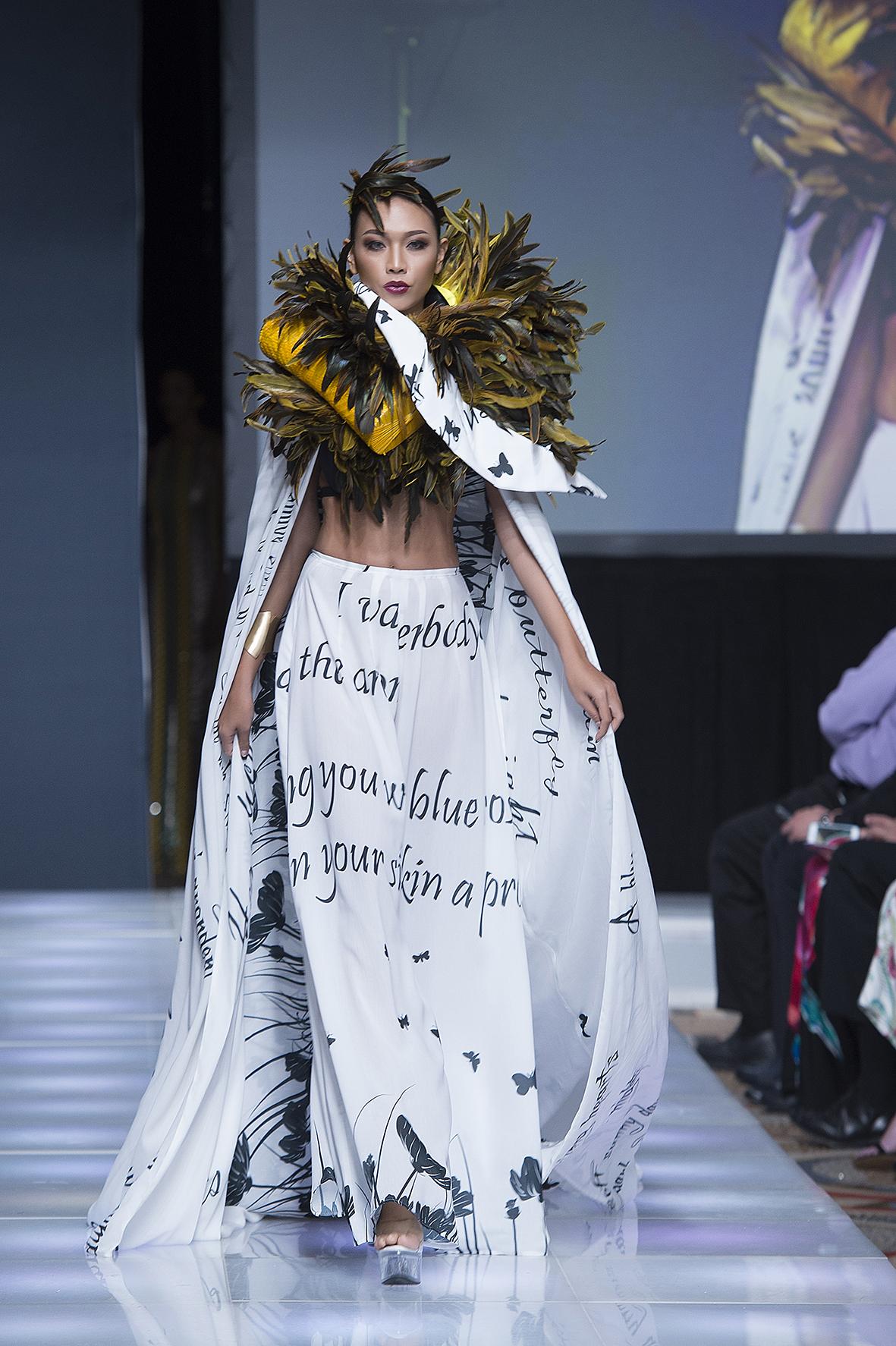 Hình ảnh Ngọc Tình - Diệu Huyền bất ngờ được chọn làm vơ đét ở tuần lễ Couture New York Fashion số 4