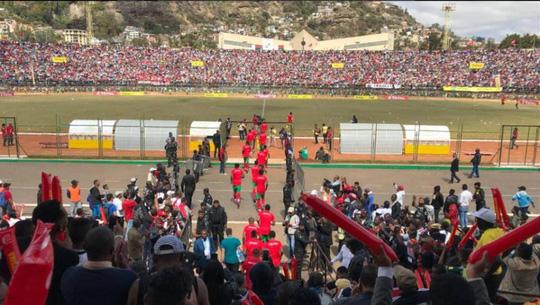 Chen nhau vào sân vận động, 41 người thương vong 1