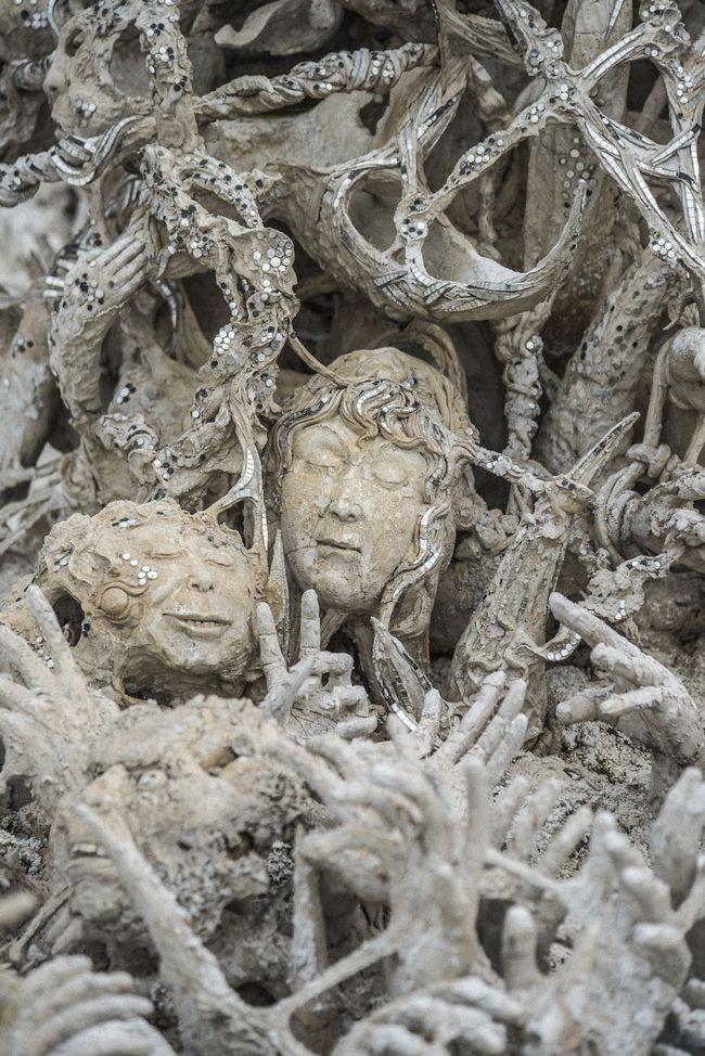 Thăm quan ngôi đền Thái Lan sở hữu cây cầu địa ngục, cánh tay người chết và cổng vào thiên đường 12