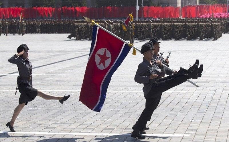 Hé lộ điều bất ngờ trong lễ duyệt binh hoành tráng của Triều Tiên 1