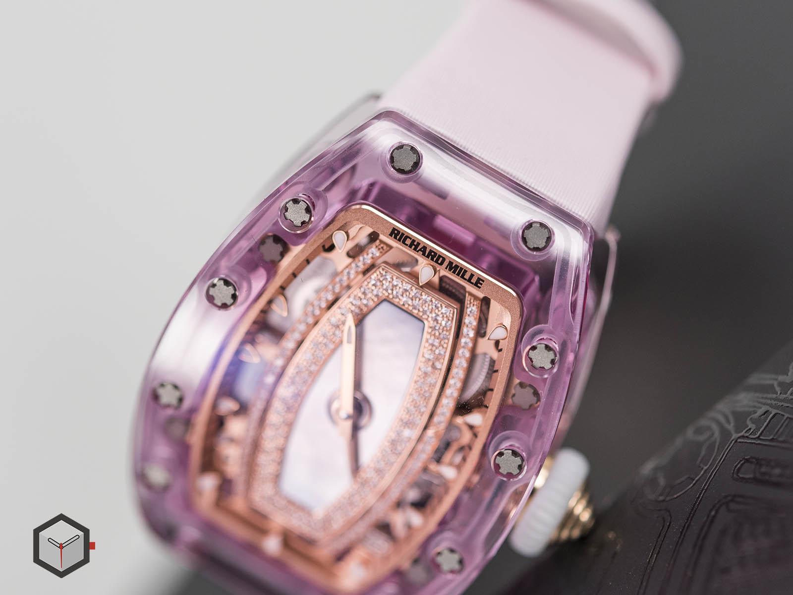 Lý Nhã Kỳ tái xuất khoe đồng hồ 28 tỷ đồng ai cũng